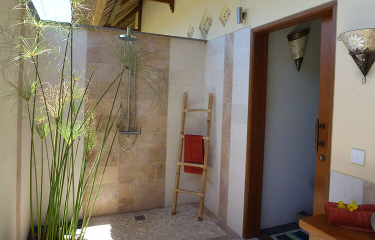 Villa Matahari Shower
